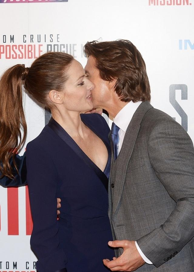 Кстати, знакомы актеры были уже два года, но романтические отношения завели только сейчас. Скорее всего, это не мимолетная интрижка, поскольку Круз уже попросил продюсеров не менять ему партнершу в шестой части франшизы.