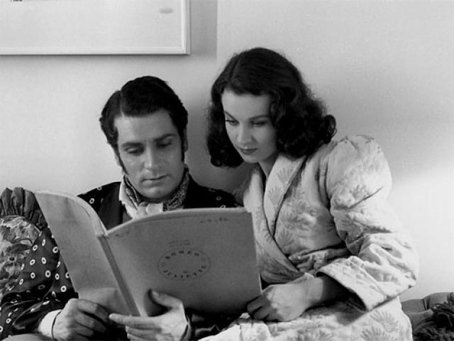 """Вивьен Ли. На фоне оглушительного успеха в кино актриса вышла замуж за любовь всей своей жизни, актера Лоуренса Оливье. Семейная жизнь оказалась непростой:: супруг постоянно ревновал к успеху жены, однажды даже выбросил в окно ее """"Оскар""""."""