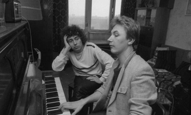 А в 1975 году Николаев решил уехать в Москву, где продолжил учебу в Музыкальном училище при Московской консерватории им. П. И. Чайковского.