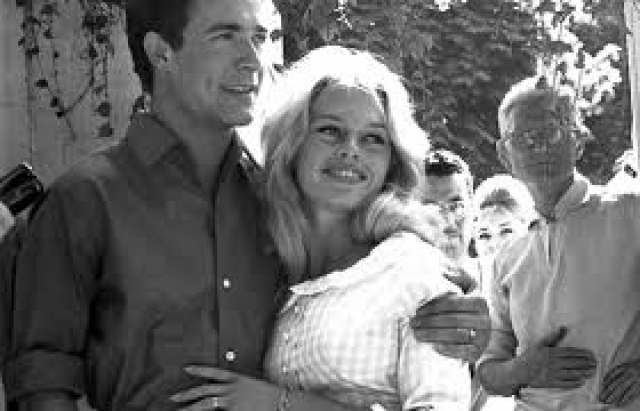 В 1959 году вышла замуж за актера Жака Шарье , от которого в 1960 году родила сына Николя. После их развода ребенок был отдан на воспитание в семью Шарье.