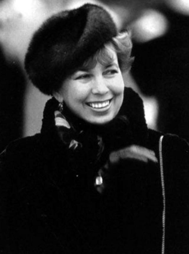 Во время попытки государственного переворота в 1991 году Раиса Максимовна была рядом с мужем и даже перенесла от волнения микроинсульт. В 1999 году у первой леди диагностировали лейкоз, на 68 году жизни она скончалась.