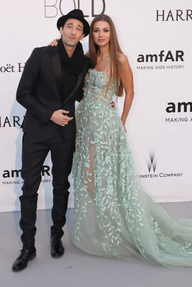 """Лариса Тяка + Эдриан Броуди. Встречаются с 2013 года. Номинант на """"Оскар"""", сыгравший великолепную роль в фильме """"Пианист"""", не смог устоять перед красотой длинноволосой модели."""