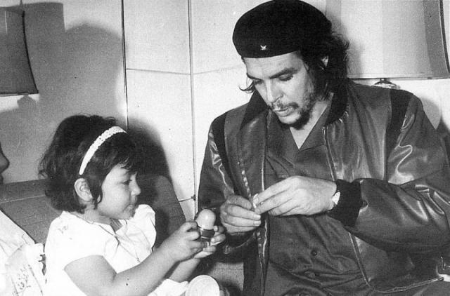 В этом браке родилась дочь Ильда Беатрис Гевара Гадеа. Однако, супруги расстались после четырех лет совместной жизни.