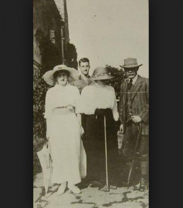 Писатель женился на сестре своего умершего друга. Позже Киплинга ждут два тяжелых удара: его старшая дочь умерла от воспаления легких, а сын пропал без вести во время Первой мировой.