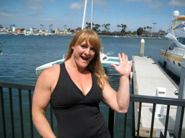 Один из последних рекордов Бекки - поднятие из положения стоя в приседе около 400 килограммов. Также американка - единственная женщина, которая взяла 270 килограммов в жиме лежа и 310 килограммов в тяге.