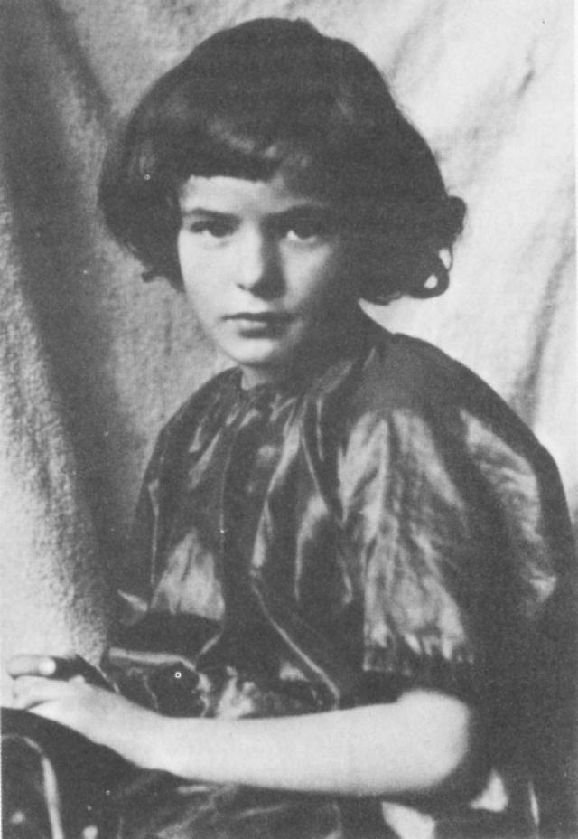 Ингрид Бергман. Мать будущей актрисы умерла, когда девочке было всего три года, а отец ушел из жизни спустя десять лет.