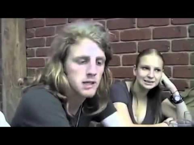 Сиа. Певица из Австралии на заре популярности планировала перебраться в Лондон вместе с бойфрендом Дэном, когда случилось несчастье.