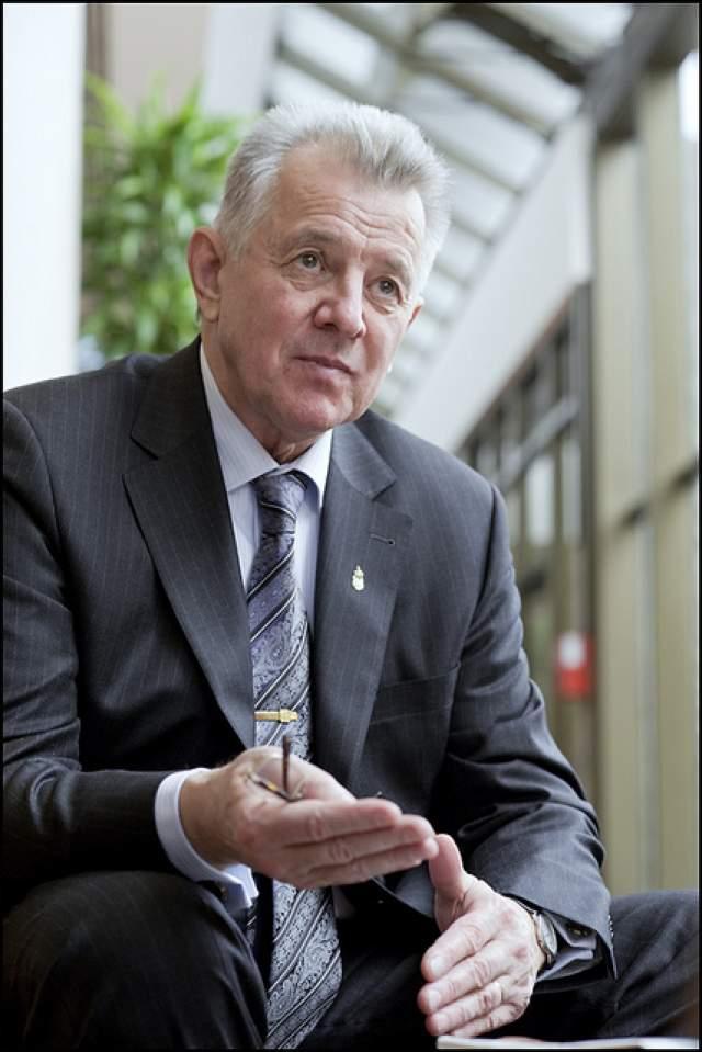 В 2010 году, в возрасте 68 лет, выдвинул свою кандидатуру на пост президента от партии ФИДЕС. И здесь его снова ждала победа. Пал Шмитт занимал эту должность два года.