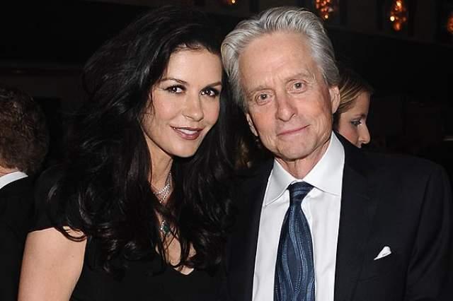 Кэтрин Зета-Джонс, 48 лет. Актриса угодила в клинику в 2011 году с диагнозом «маниакально-депрессивный психоз». Такое расстройство началось у Кэтрин после того, как ее муж, актер Майкл Дуглас, – заболел раком гортани.