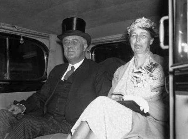 15 февраля 1933 года в Майами было совершено покушение на Франклина Делано Рузвельта в канун его инаугурации. Джузеппе Зангара вскинул пистолет и встал в чересчур театральную позу, наблюдая за произведенным собой эффектом.