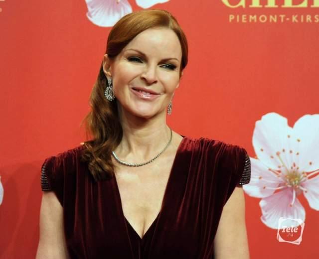 """При этом в остальном победы ей давались тяжело: кинонаграды у нее постоянно уводили. В 2005 году она получила номинацию на премию """"Эмми"""", однако проиграла Фелисити Хаффман, а также трижды номинировалась на """"Золотой глобус""""."""