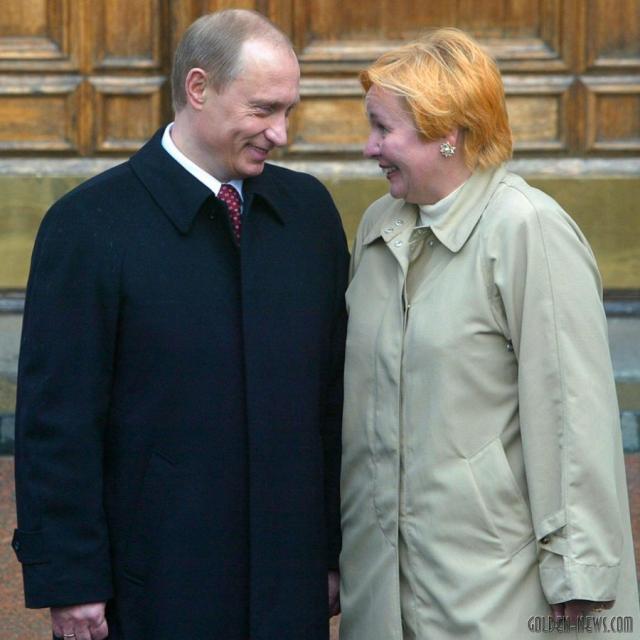 """Через три года после знакомства Путин сделал будущей жене предложение. 28 июля 1983 года они поженились. 28 июля 2013 года, когда до """"жемчужной свадьбы"""" оставалось полтора месяца, пара объявила о разводе."""