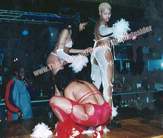 История автобиографична: в возрасте 18 лет она действительно зарабатывала танцами в стриптиз-клубах.