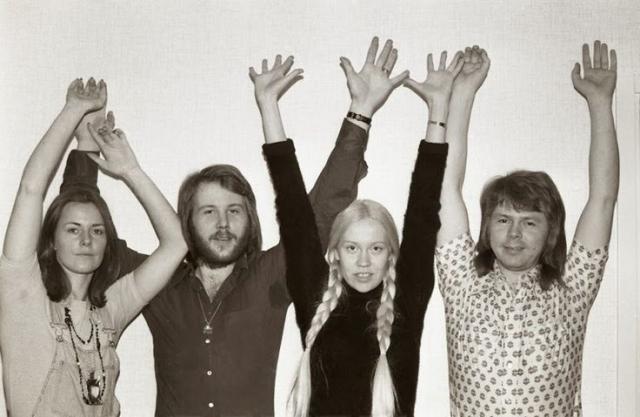 Весной 1973 менеджер группы устал от длинного неудобного названия и начал представлять ее как АББА.