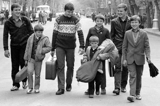 Семья Овечкиных. Одну из самых дерзких и кровавых попыток угона пассажирского самолета 8 марта 1988 года совершила семья музыкантов во время следования по маршруту Иркутск - Курган - Ленинград.