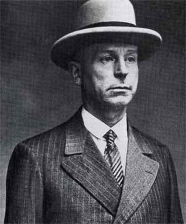 Кюртена арестовали, когда однажды он вдруг решил рассказать о своих зверствах жене, и та обратилась в полицию. Точное количество жертв маньяка неизвестно — сам Кюртен признался в 69 эпизодах, но доказано было только 9 из них. 2 июля 1931 года маньяка отвели на гильотину.