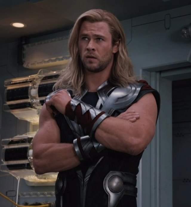 За время занятий будущий Тор набрал девять килограммов и накачал весьма внушительные бицепсы, мощные плечи и сильные руки.