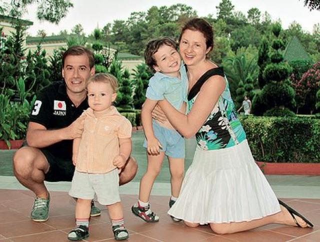 В столице актриса вновь вышла замуж за адвоката Всеволода Шаханова, которому родила двух сыновей.