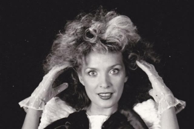 Лайма Вайкуле. Латвийская певица всегда следила за модными тенденциями, но, возможно, именно они необычайно старили ее в 80-е.