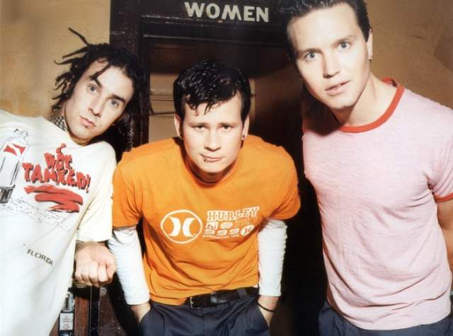 Blink-182. В 1999 году группа совершила прорыв с выпуском альбома Enema of the State, подарив рок-жанру новое свежее звучание, приправленное веяниями других музыкальных направлений.