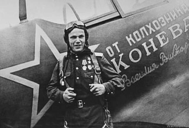 """Работал под псевдонимом """"Крылов"""" в составе группы советских военных специалистов в Корее. Там он командовал 324-ым истребительным полком в 1950 году."""