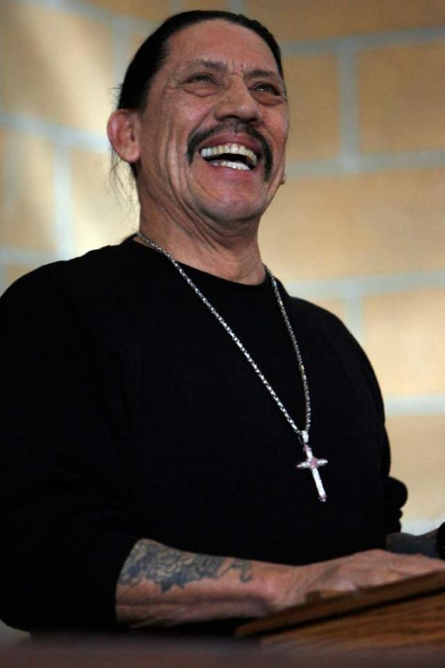 Дэнни Трехо. Актер в сумме провел в тюрьме 11 лет по обвинениям в грабежах и торговле и распространению наркотиков.