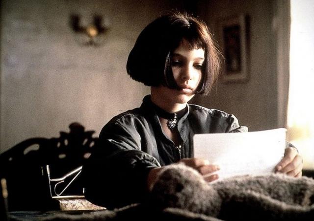 """Как оказалось не зря: в тринадцать лет Натали получает свою первую роль в фильме Люка Бессона """"Леон"""", где ее коллегой стал Жан Рено. Роль стала счастливым билетом в большое кино."""
