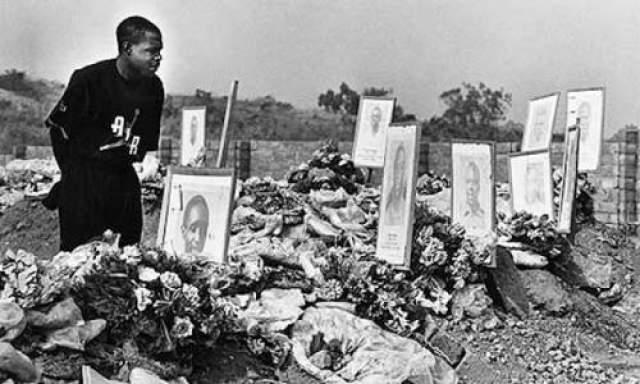 Увы, национальные военно-воздушные силы находились в плачевном состоянии. 27 апреля 1993 года во время полета один из двигателей самолета загорелся. Пилот допустил фатальную ошибку, выключив и второй двигатель, после чего самолет полностью потерял управление и рухнул. Все 18 футболистов, находившихся на борту, погибли.