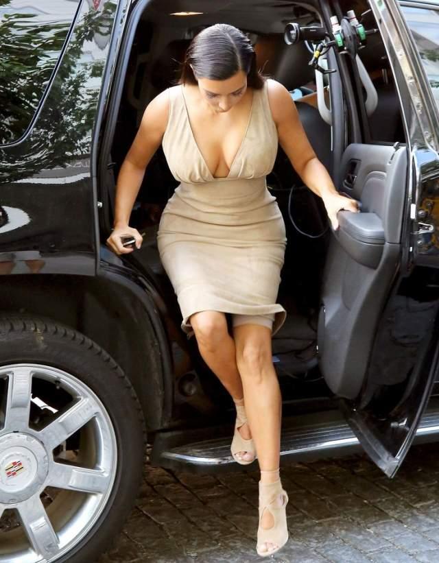 При этом Ким такие оплошности явно не смущают, она частенько заявляла, что с такой фигурой как у нее подобное белье просто необходимо.
