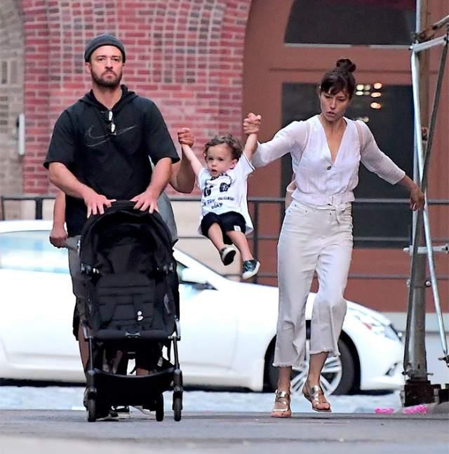 """В феврале 2018 года Тимберлейк выпустил долгожданный для его фанатов альбом """"Man of the woods"""", посвященный его собственной семье - супруге Джессике Бил и сыну Сайласу Рэндаллу."""