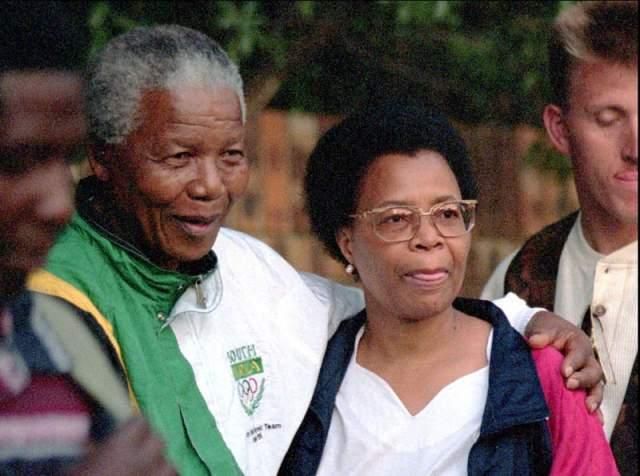 Правда, при этом Мандела постоянно твердил, что у него уже не тот возраст, чтобы жениться. Вдова президента Мозамбика тоже стремилась под венец, поскольку такой отчаянный шаг мог быть неправильно понят мозамбикским народом, который предпочитал держать ее за вдову национального героя.