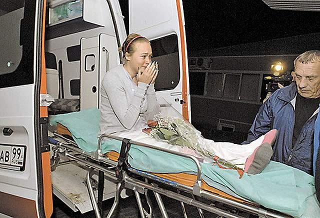 Скворцова получила тяжелейшие травмы, с которыми четыре месяца пытались бороться специалисты университетской клиники в Мюнхене. Там Ирина перенесла более пятидесяти сложнейших операций!