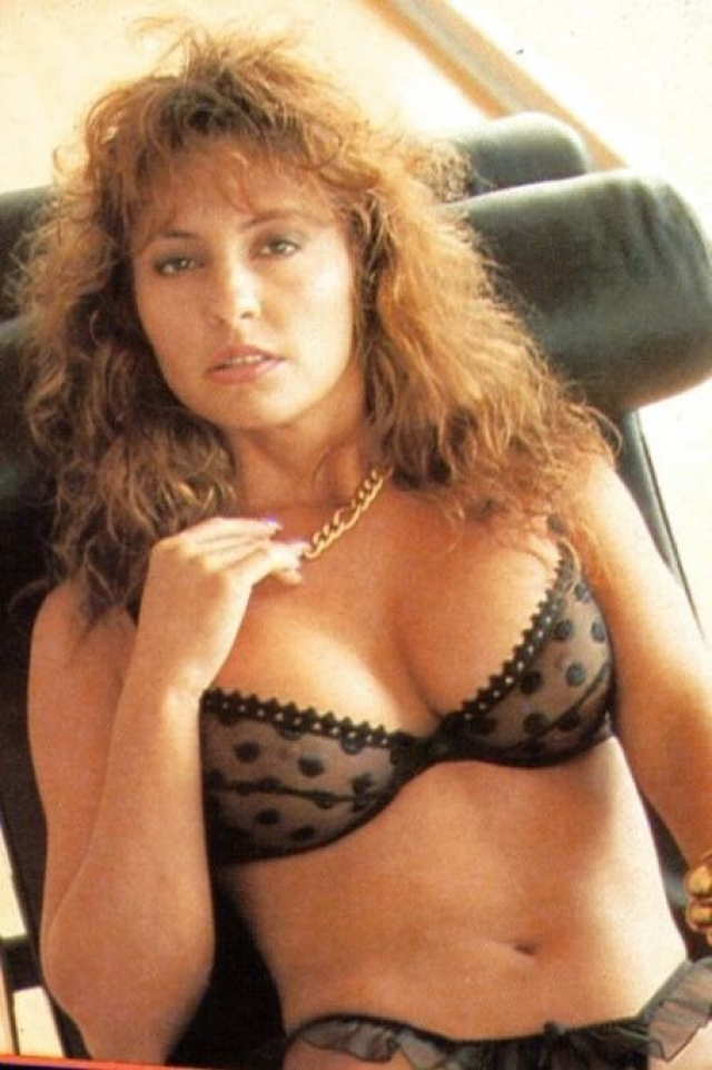 Свои первые роли она сыграла в малобюджетных и малоизвестных фильмах ужасов 1980-х. Затем Гир долгое время снималась в порно и удостоилась полутора десятков профессиональных наград.