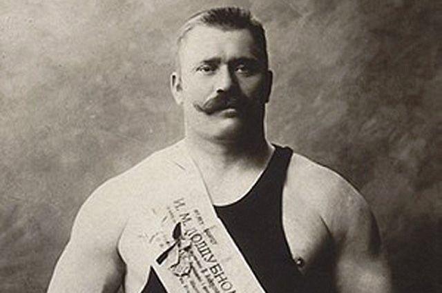 Иван Поддубный. Знаменитый борец и силач в начале прошлого века прославил Россию в Париже, став чемпионом мира по борьбе, и сохранял это первенство четыре года подряд - с 1905 по 1908.