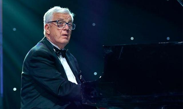 Раймонд Паулс. Автор музыки множества эстрадных хитов, джазовых композиций и мелодий к фильмам учился в Латвийской консерватории.