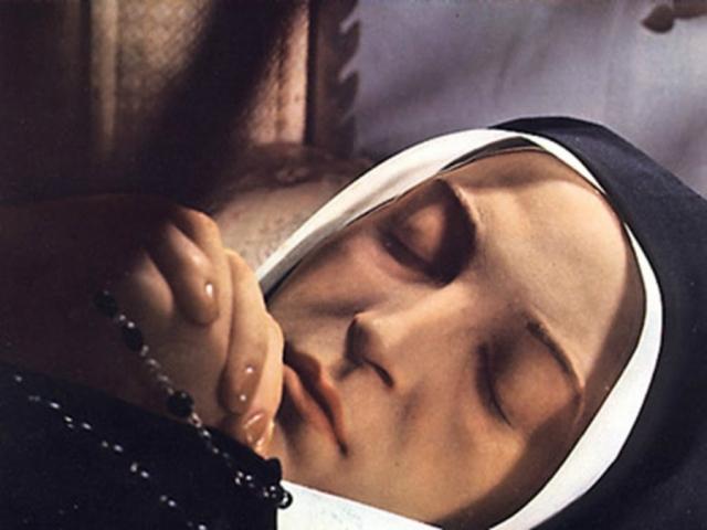 Ежегодно в Лурд приезжает до пяти миллионов паломников. Источники католической церкви утверждают, что только за первые 50 лет паломничества получили полное излечение от самых различных болезней минимум 4000 человек.