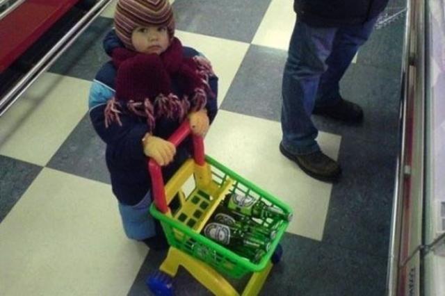 Когда шопингом занимаются мужчины.
