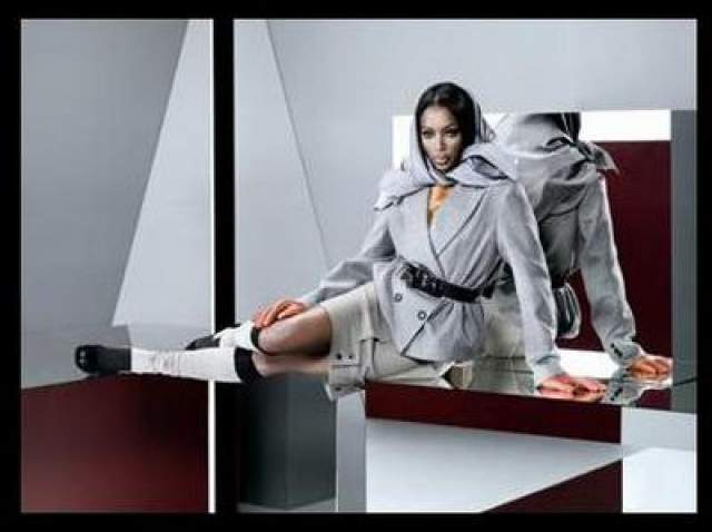 В 2007 году ЦУМ привлекает для рекламы сразу двух знаменитостей - Наоми Кэмпбелл и Виллу Йовович.