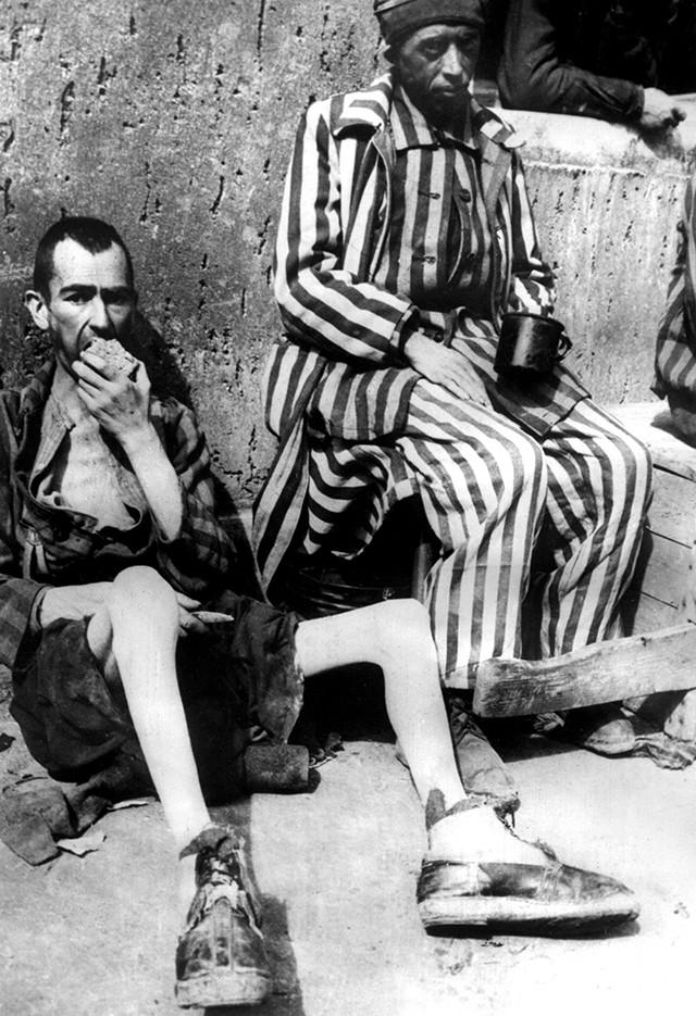 Еще с 1939 года политические заключенные Бухенвальда стали иногда занимать административные и хозяйственные посты и становиться так называемыми капо, хотя при замещении этих должностей нацисты все равно продолжали отдавать предпочтение уголовникам.