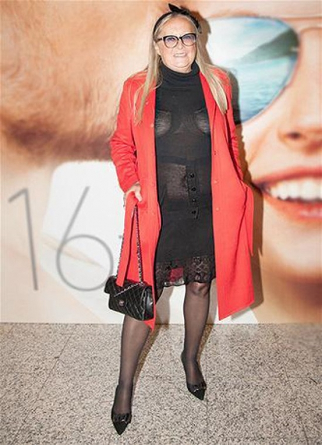 Татьяна Михалкова. Пожалуй, супруга мэтра отечественного кино решила вспомнить дни, когда она была манекенщицей, примерив подобный наряд.