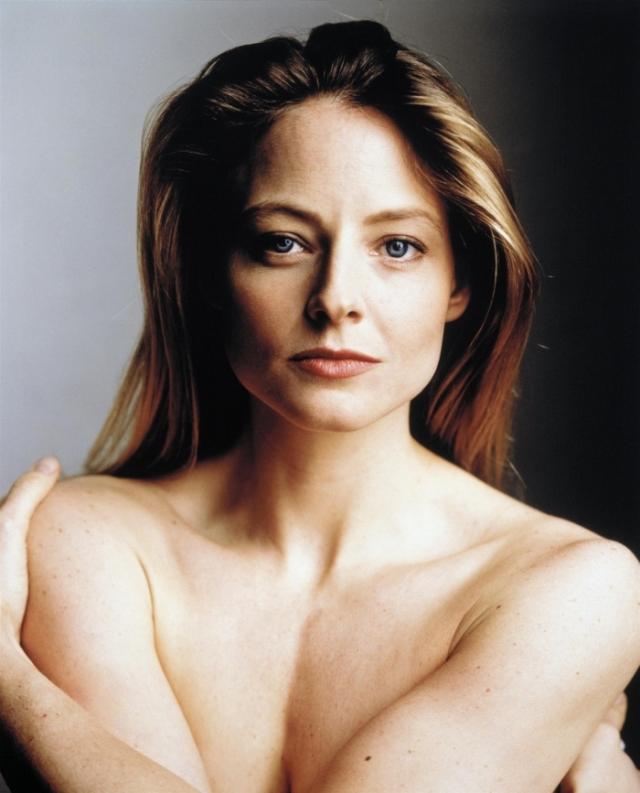 Джоди Фостер. В декабре 2007 года на церемонии Women in Entertainment актриса Джоди Фостер объявила о том, что вот уже 14 лет живет с партнершей-лесбиянкой, продюсером Сидни Бернард.