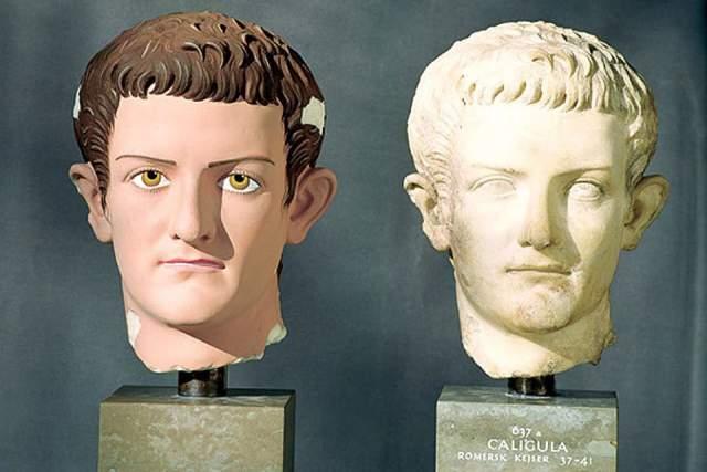 Калигула несколько раз был женат, но регулярно развлекался с замужними дамами, всходя по карьерной лестнице или добывая политическую поддержку. Состоял в связи даже со своими сестрами.