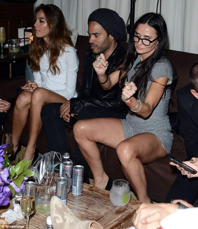 Актриса Деми Мур расслабляется в компании музыканта Ленни Кравица в Miami's Soho Beach House.