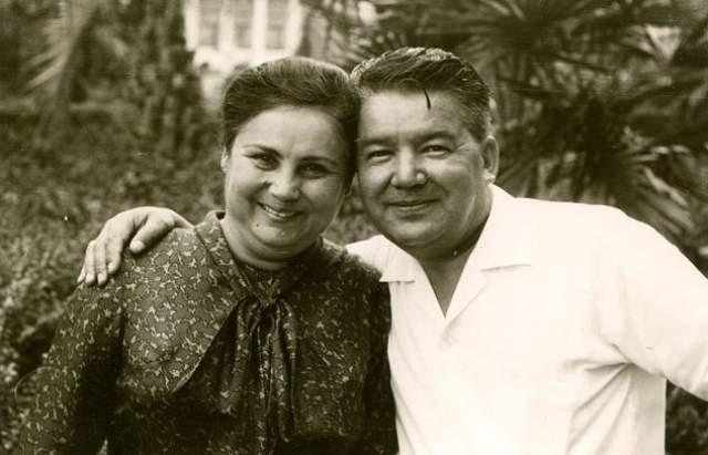 Ее начальником был наш разведчик, полковник Шамиль Абдуллазянович Хамзин (псевдоним - Халеф). Они заключили фиктивный брак, Алимова стала госпожой Хатыча Садык. Но через несколько лет их отношения перешли из разряда легенд в настоящую романтическую любовь.