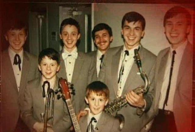 """Успех семейного ансамбля был невероятным: о талантливых ребятах сняли документальный фильм и вне конкурса приняли в Гнесинское училище Гнесиных, которое из-за постоянных гастролей и репетиций """"Симеоны"""" бросили уже через год."""
