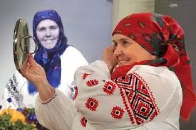 Зоя Реутт, 1945-2017. В 90-е известная как Мария-Стефания украинская целительница лечила прикосновениями рук и травяными отварами. Говорила, что может исцелить любую болезнь, даже рак.