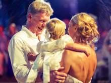 Навка показала видео танцующего Пескова с дочкой