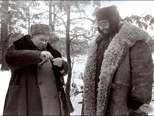 """""""Хозяин"""" - Хрущев - принял решение, что охота с кубинскими гостями состоится при любой погоде. Утром для кубинцев привезли полушубки и провели инструктаж."""