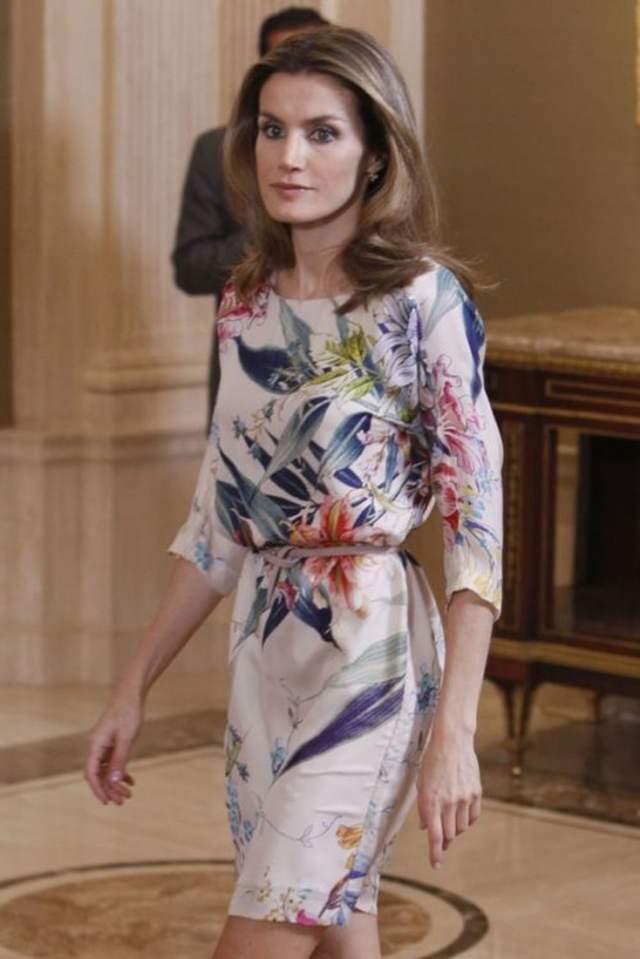 Испанская королева Летиция появилась на светском мероприятии в платье, которое вы могли видеть в магазинах Zara.