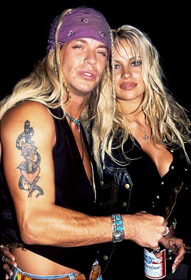 Позже за еще одно украденное домашнее видео, уже с рок-музыкантом Бретом Майклсом, Памела получила компенсацию в $90 млн.